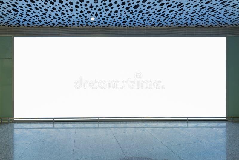 κενός πίνακας διαφημίσεων για τη διαφήμιση της αφίσας ή του κενού εμβλήματος πινάκων διαφημίσεων στοκ εικόνα με δικαίωμα ελεύθερης χρήσης