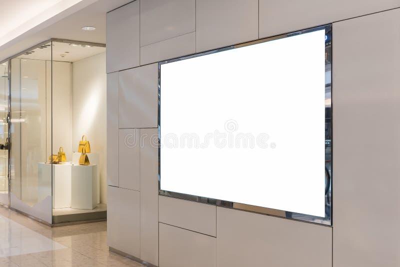κενός πίνακας διαφημίσεων για τη διαφήμιση της αφίσας στοκ φωτογραφίες
