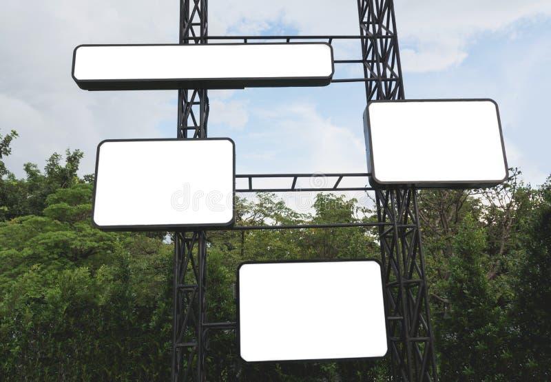 Κενός πίνακας διαφημίσεων φιαγμένος από μέταλλο έτοιμο για τη διαφήμιση Κενός ψηφιακός πίνακας διαφημίσεων στοκ εικόνες με δικαίωμα ελεύθερης χρήσης