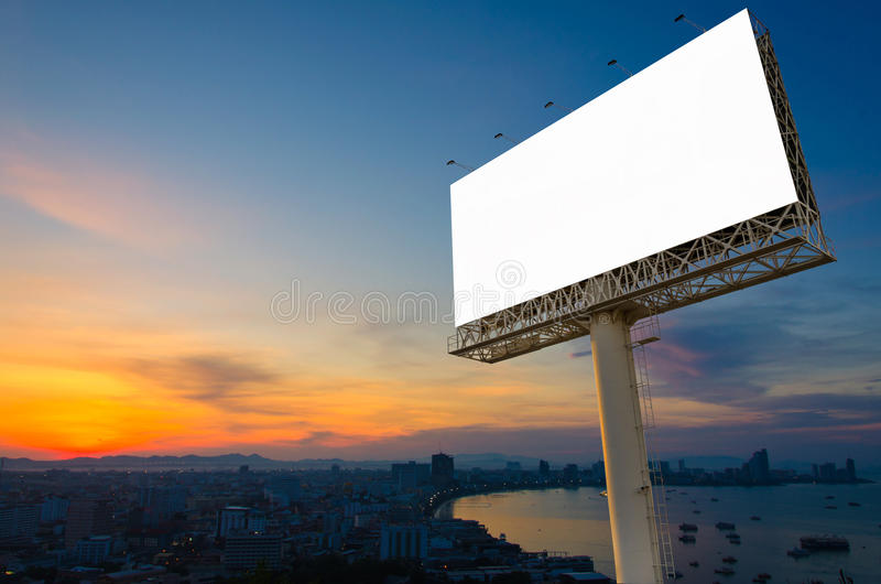 Κενός πίνακας διαφημίσεων έτοιμος για τη διαφήμιση στην πόλη κεντρικός με το SU στοκ φωτογραφίες με δικαίωμα ελεύθερης χρήσης