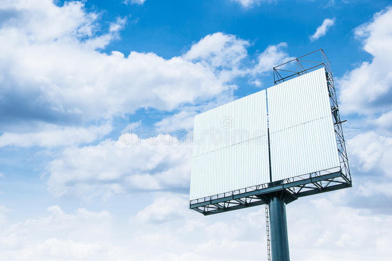 Κενός πίνακας διαφημίσεων έτοιμος για τη νέα διαφήμιση στοκ εικόνες