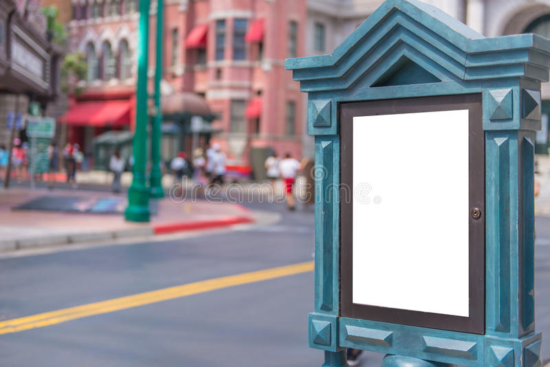 Κενός πίνακας διαφημίσεων στην οδό πόλεων για τη νέα διαφήμιση στοκ φωτογραφία με δικαίωμα ελεύθερης χρήσης