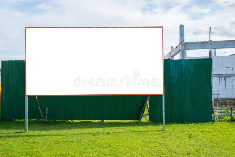 Κενός πίνακας διαφημίσεων στο εργοτάξιο οικοδομής στοκ φωτογραφίες