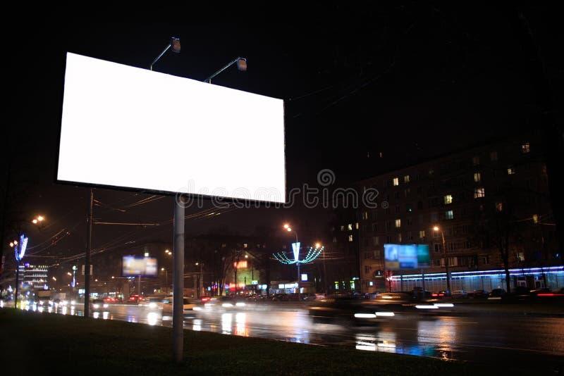 Κενός πίνακας διαφημίσεων, τή νύχτα στοκ φωτογραφίες