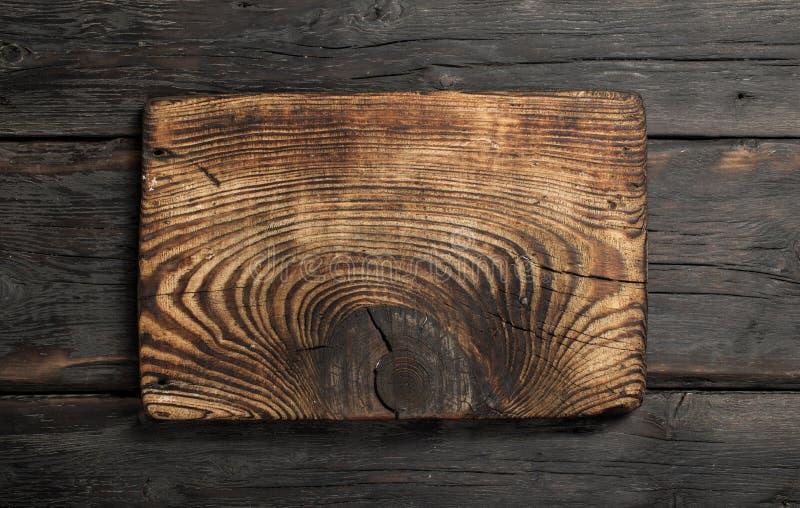 Κενός πίνακας κουζινών στο σκοτεινό ξύλινο υπόβαθρο στοκ εικόνα με δικαίωμα ελεύθερης χρήσης