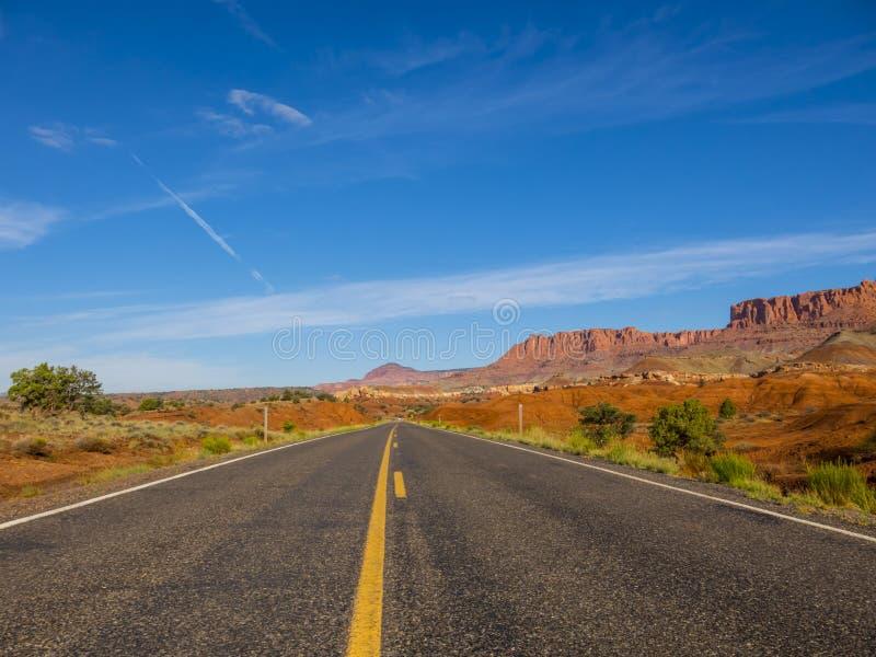 Κενός δρόμος στην Αριζόνα στοκ φωτογραφία με δικαίωμα ελεύθερης χρήσης