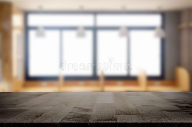 Κενός της ξύλινης επιτραπέζιας κορυφής στη θαμπάδα του γυαλιού παραθύρων το πρωί β στοκ εικόνα με δικαίωμα ελεύθερης χρήσης