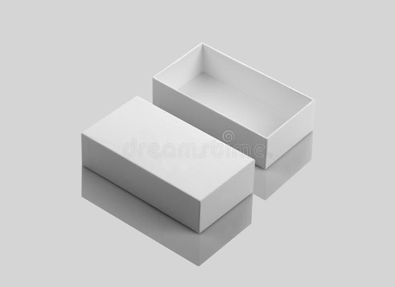 Κενό άσπρο ανοικτό κιβώτιο προϊόντων στο γκρίζο υπόβαθρο στοκ εικόνες