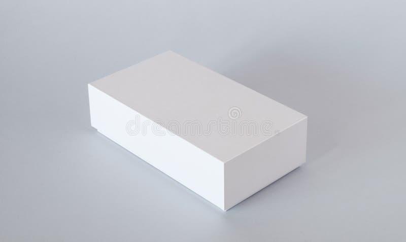 Κενό άσπρο πρότυπο κιβωτίων συσκευασίας προϊόντων Εμπορευματοκιβώτιο, συσκευάζοντας πρότυπο στο ελαφρύ υπόβαθρο στοκ εικόνες