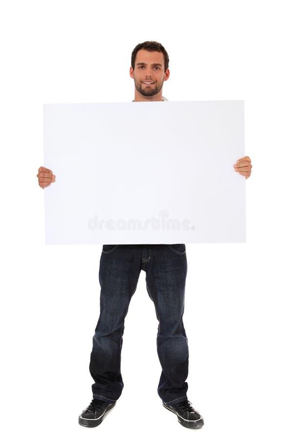 Κενό άσπρο σημάδι εκμετάλλευσης νεαρών άνδρων στοκ φωτογραφία με δικαίωμα ελεύθερης χρήσης
