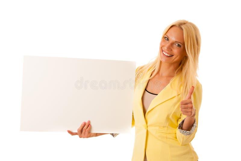 Κενό έμβλημα - επιχειρησιακή γυναίκα που κρατά το λευκό πίνακα για το advertisin στοκ εικόνες με δικαίωμα ελεύθερης χρήσης