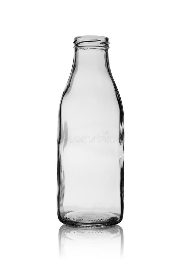 Κενό ανοικτό μπουκάλι από το γυαλί για το γάλα και το χυμό Απομονωμένος σε ένα άσπρο υπόβαθρο με την αντανάκλαση στοκ φωτογραφία