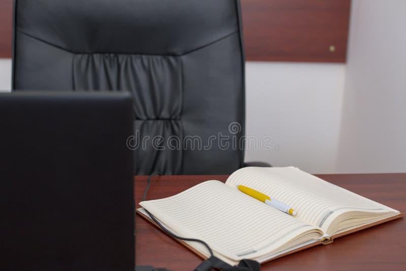 Κενό ανοικτό σημειωματάριο με τη μάνδρα στοκ φωτογραφίες με δικαίωμα ελεύθερης χρήσης