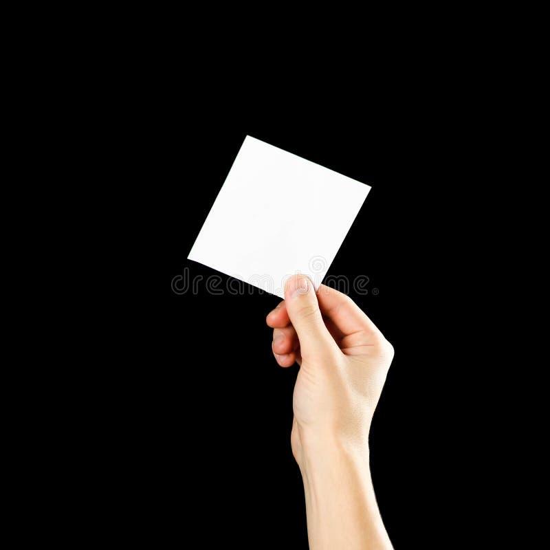 Κενό βιβλιάριο φυλλάδιων εκμετάλλευσης χεριών στο χέρι Απομονωμένος στη μαύρη ανασκόπηση Το άτομο παρουσιάζει έγγραφο όφσετ Πρότυ στοκ φωτογραφία με δικαίωμα ελεύθερης χρήσης
