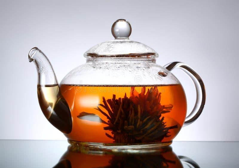 κενό ελαφρύ teapot γυαλιού βραδιού στοκ εικόνα με δικαίωμα ελεύθερης χρήσης
