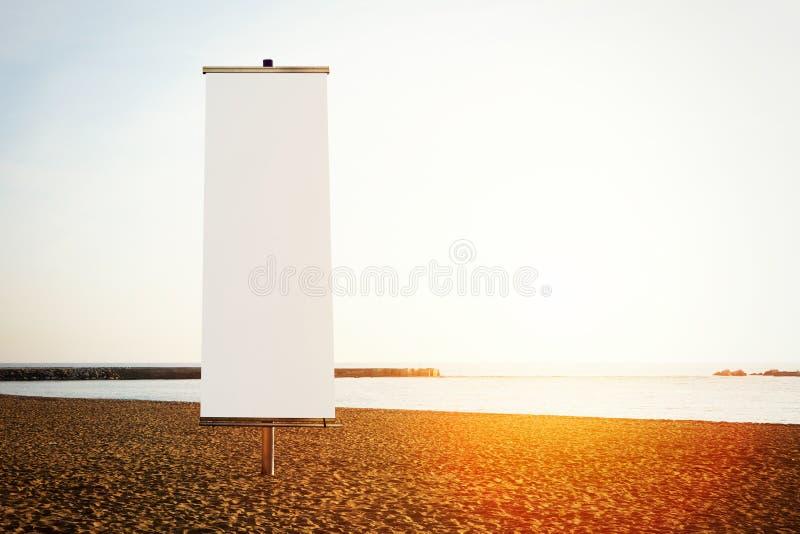 Κενό κάθετο έμβλημα στην παραλία οριζόντιος στοκ φωτογραφίες