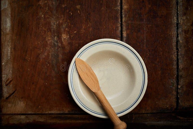Κενό κεραμικό πιάτο βουτύρου πιάτων ή ψωμιού στοκ φωτογραφία