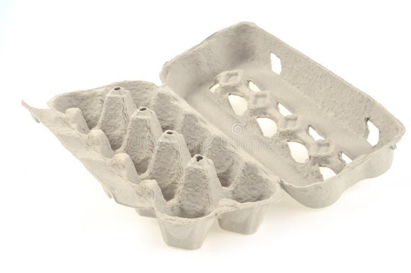 Κενό κιβώτιο αυγών σε ένα άσπρο υπόβαθρο στοκ φωτογραφία με δικαίωμα ελεύθερης χρήσης