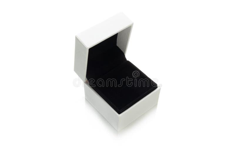 Κενό κιβώτιο κοσμήματος, που απομονώνεται στο άσπρο υπόβαθρο στοκ φωτογραφίες