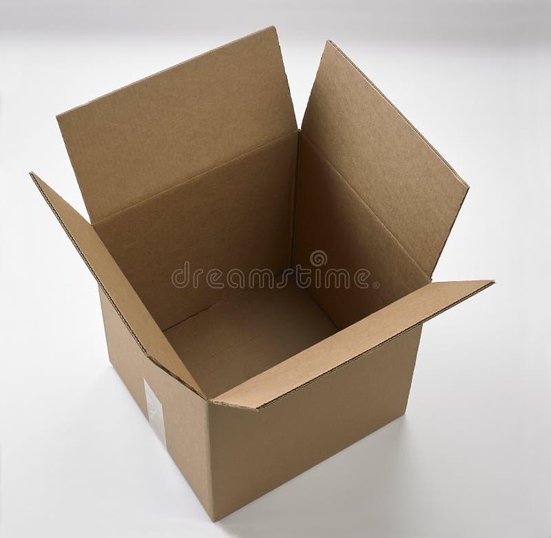 Κενό μεγάλο κουτί από χαρτόνι στοκ εικόνα