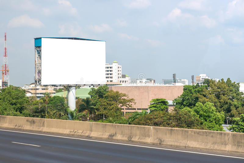 κενό πινάκων διαφημίσεων στο δρόμο στην πόλη για τη διαφήμιση του υποβάθρου στοκ εικόνες