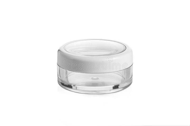 Κενό πλαστικό, καλλυντικό βάζων γυαλιού, συσκευασία λοσιόν σε ένα άσπρο υπόβαθρο στοκ εικόνα