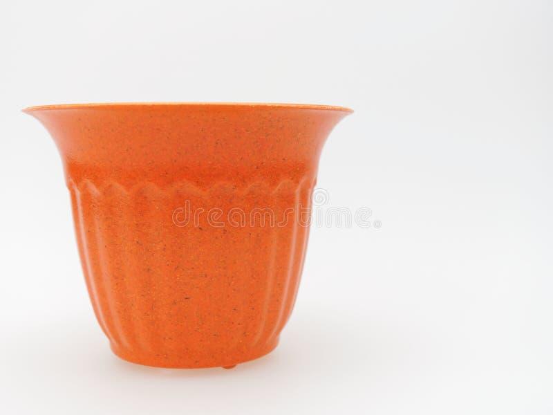 Κενό πλαστικό καφετί και πορτοκαλί δοχείο εγκαταστάσεων με διαστιγμένος και γδυμένος στο άσπρο υπόβαθρο στοκ φωτογραφία με δικαίωμα ελεύθερης χρήσης
