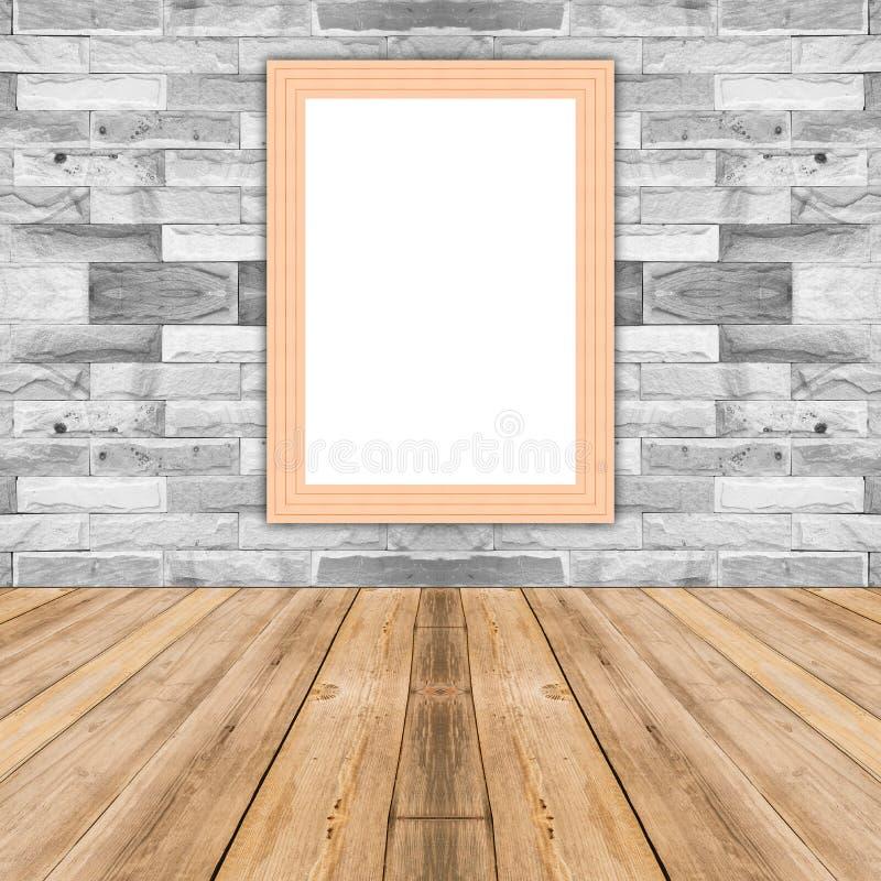 Κενό πλαίσιο φωτογραφιών αραβόσιτου ξύλινο που κλίνει στον άσπρο τουβλότοιχο στοκ εικόνα με δικαίωμα ελεύθερης χρήσης