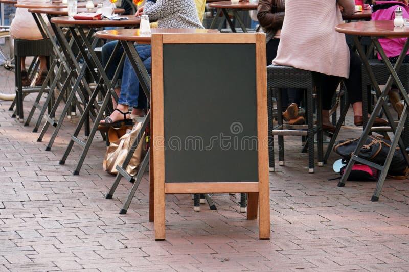 Κενό σημάδι διαφήμισης πινάκων ή πώμα πελατών στοκ εικόνες με δικαίωμα ελεύθερης χρήσης