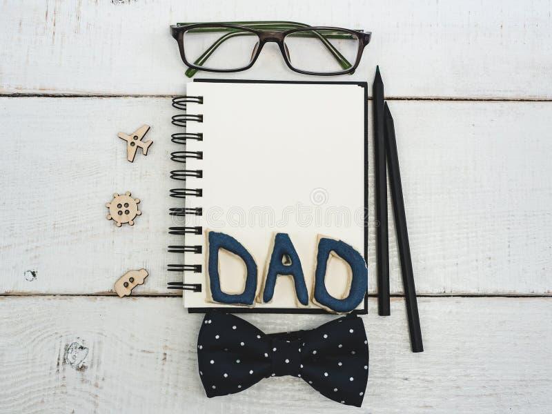 Κενό σημειωματάριο για τα συγχαρητήρια πατέρων ` s στοκ φωτογραφία