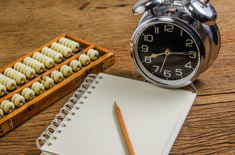 Κενό σημειωματάριο με το μολύβι και τον άβακα στοκ εικόνες με δικαίωμα ελεύθερης χρήσης