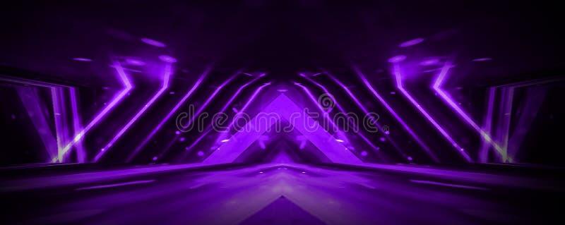 Κενό σκηνικό υπόβαθρο στο πορφυρό χρώμα, επίκεντρα, ακτίνες νέου στοκ φωτογραφία με δικαίωμα ελεύθερης χρήσης