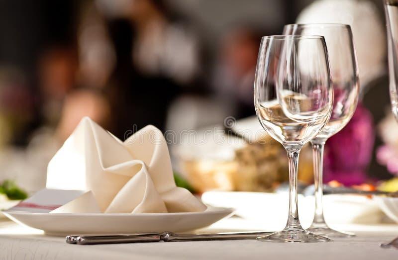 κενό σύνολο εστιατορίων γυαλιών στοκ φωτογραφία με δικαίωμα ελεύθερης χρήσης