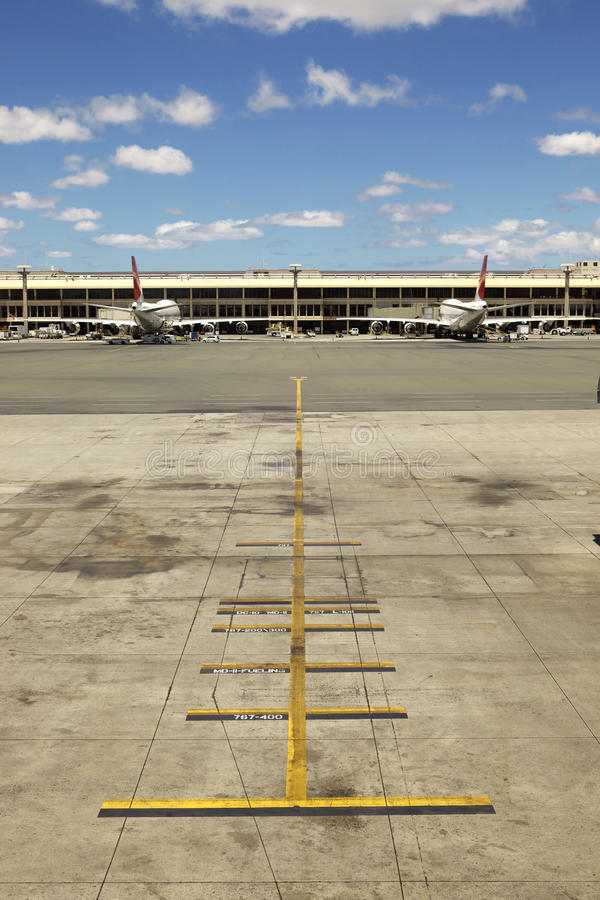 Download κενό τερματικό αερολιμένων αεροπλάνων Στοκ Εικόνα - εικόνα από αναμονή, αναχώρηση: 22781337