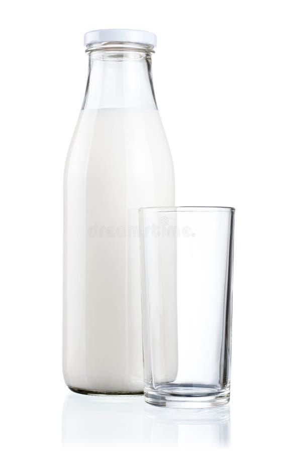 κενό φρέσκο απομονωμένο γυαλί γάλα μπουκαλιών στοκ φωτογραφίες με δικαίωμα ελεύθερης χρήσης