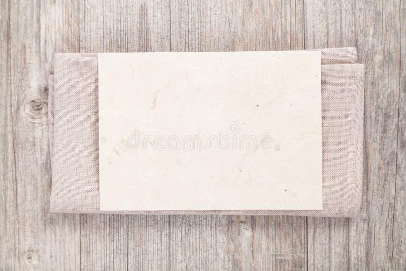 Κενό φύλλο στην πετσέτα στοκ φωτογραφία με δικαίωμα ελεύθερης χρήσης