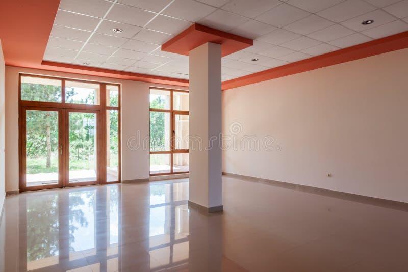 Κενό δωμάτιο, γραφείο, εσωτερικό αίθουσα υποδοχής στο σύγχρονο κτήριο στοκ εικόνες με δικαίωμα ελεύθερης χρήσης