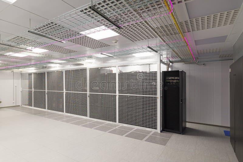 Κενό δωμάτιο κεντρικών υπολογιστών στοκ φωτογραφία με δικαίωμα ελεύθερης χρήσης