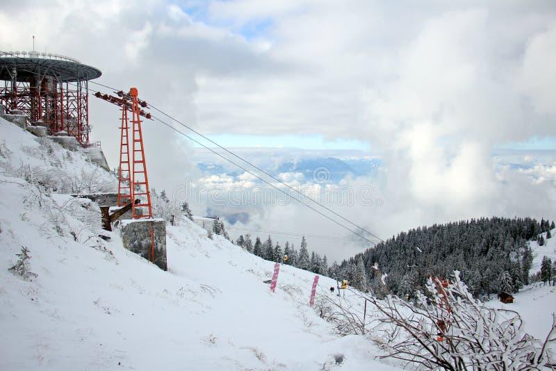 Κενό instalation κλίσεων σκι μετά από το πρώτο χιόνι στοκ εικόνες