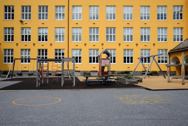 Κενό schoolyard στοκ φωτογραφίες με δικαίωμα ελεύθερης χρήσης