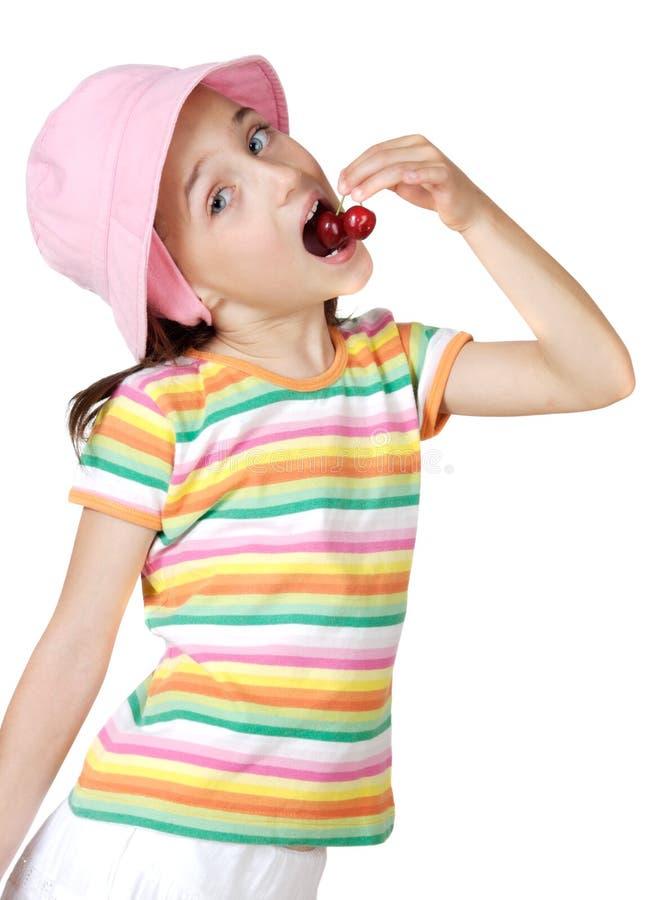 κεράσια που τρώνε το κορίτσι στοκ φωτογραφία