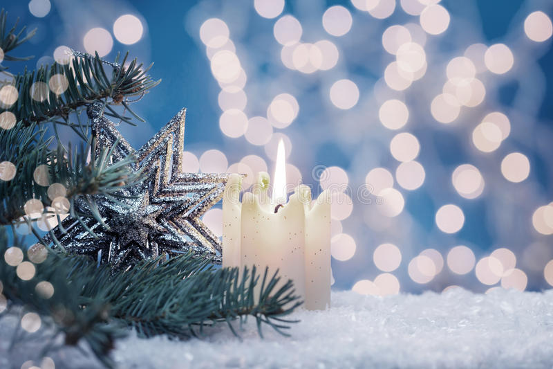 Κερί και αστέρι στο δέντρο έλατου στοκ φωτογραφία με δικαίωμα ελεύθερης χρήσης