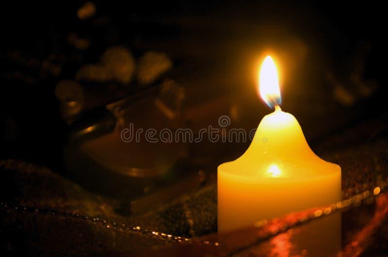 Κερί και βιολί στοκ φωτογραφία