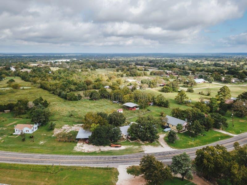 Κεραία της μικρής αγροτικής πόλης Sommerville, Τέξας έπειτα στο στοίχημα στοκ εικόνες