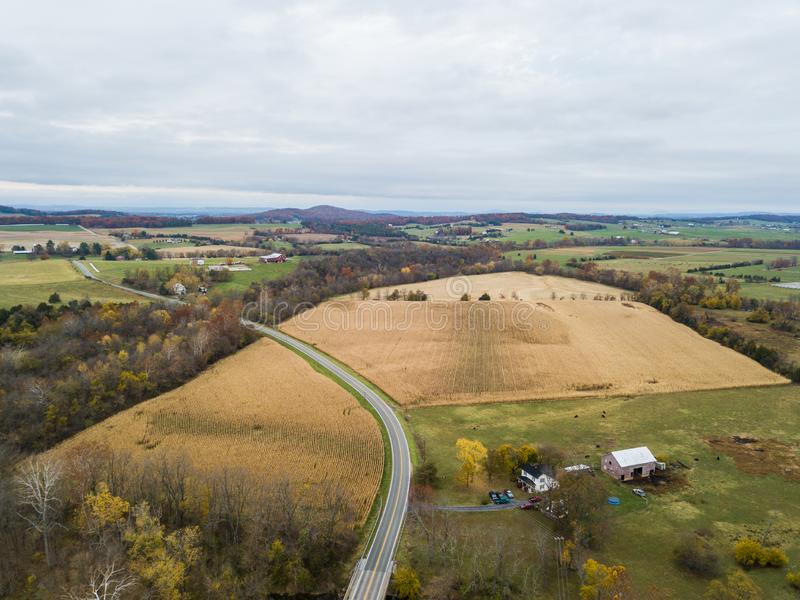 Κεραία της μικρής πόλης Elkton, Βιρτζίνια στο Shenandoah Β στοκ εικόνα με δικαίωμα ελεύθερης χρήσης