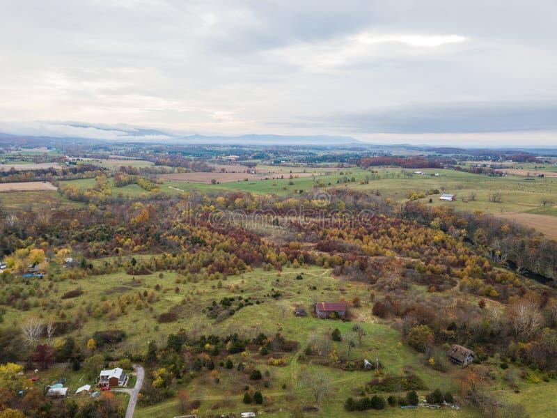 Κεραία της μικρής πόλης Elkton, Βιρτζίνια στο Shenandoah Β στοκ εικόνες με δικαίωμα ελεύθερης χρήσης