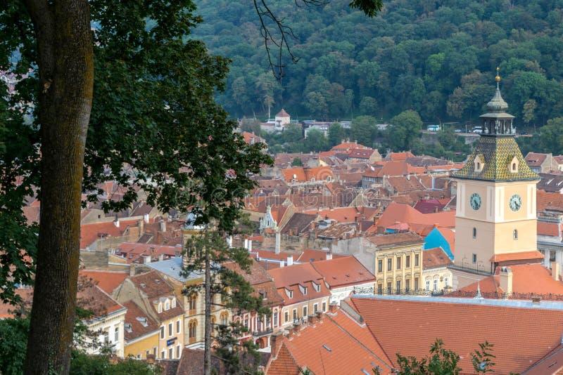 Κεραμίδια πύργων ρολογιών και στεγών σε Brasov, Τρανσυλβανία, Ρουμανία στοκ εικόνα με δικαίωμα ελεύθερης χρήσης