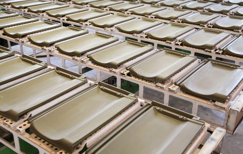 Κεραμίδια στεγών στο εργοστάσιο στοκ εικόνες