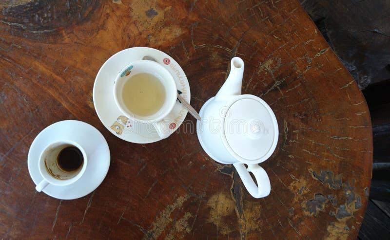 Κεραμικοί καφές και τσάι φλυτζανιών στοκ εικόνες