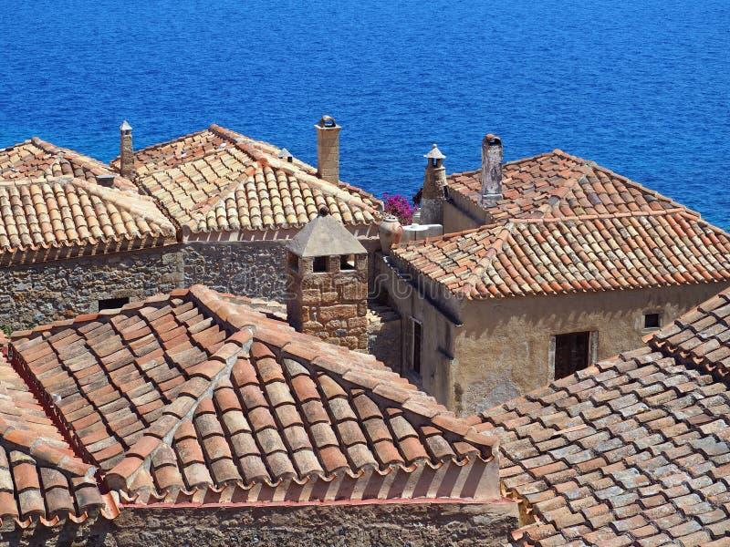 Κεραμωμένες τερακότα στέγες, Monemvasia, Πελοπόννησος, Ελλάδα στοκ εικόνες με δικαίωμα ελεύθερης χρήσης